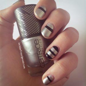 Nail Art schwarze Streifen auf Catrice straight silver