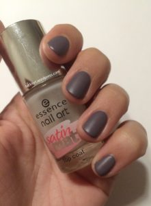 Grigi Make Up 361 mit essence Satin Matt Top Coat
