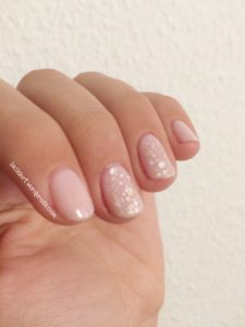 Sally hansen 160 Shell we dance mit essence nude dots truth or dare