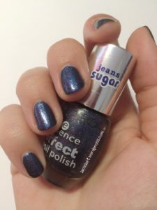 2 Schichten essence Blue Jeaned zum Blue Friday