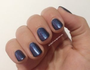 essence blue-jeaned zum Blue Friday von Hungry Nails