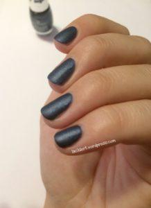 essence blue-jeaned zum Blue Friday mit satin matt top coat