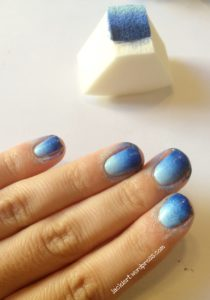blaue gradient nails