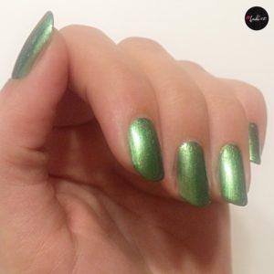 essence exit to explore nail polish grün eine Schicht