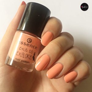 essence exit to explore nagellack apricot cockatoo bei kunstlicht