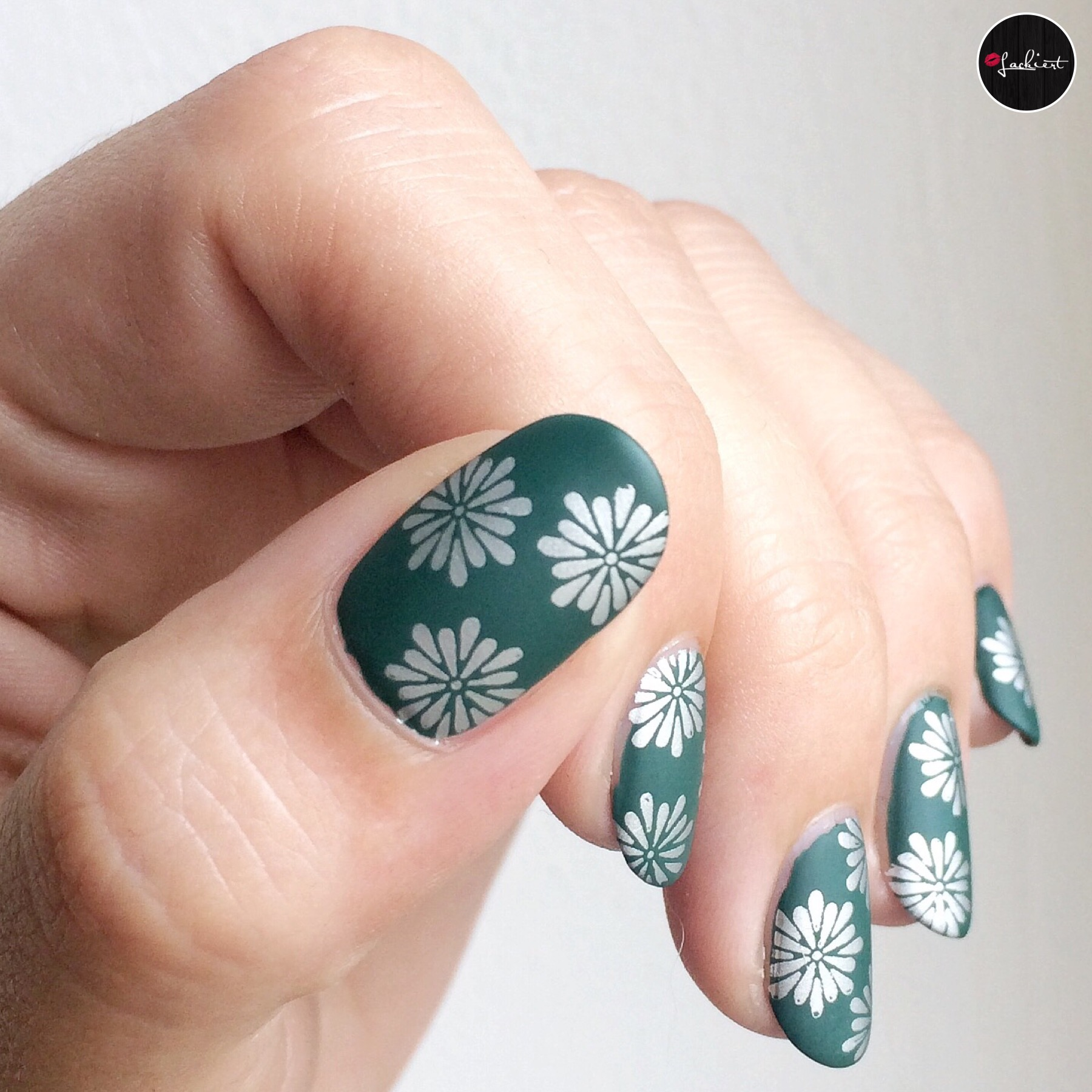 Silver green autumn nails