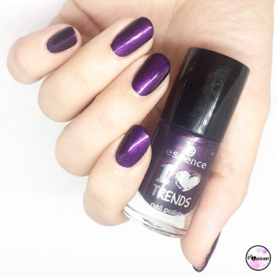 essence nailpolish 12 berry-tale