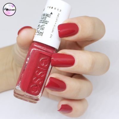 Essie Adventskalender Party on a platform