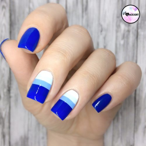 Blue Gradient Stripes Nailart