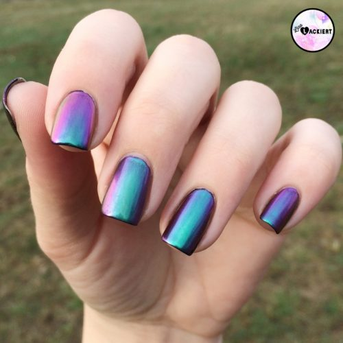 Nagel Puder Multichrome Effekt
