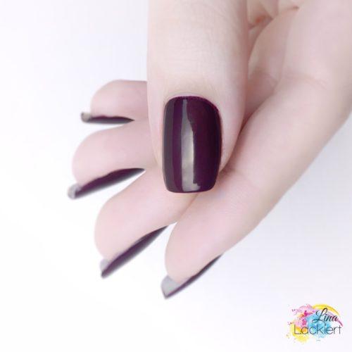 essence hot cocoa & fuzzy socks nail polish